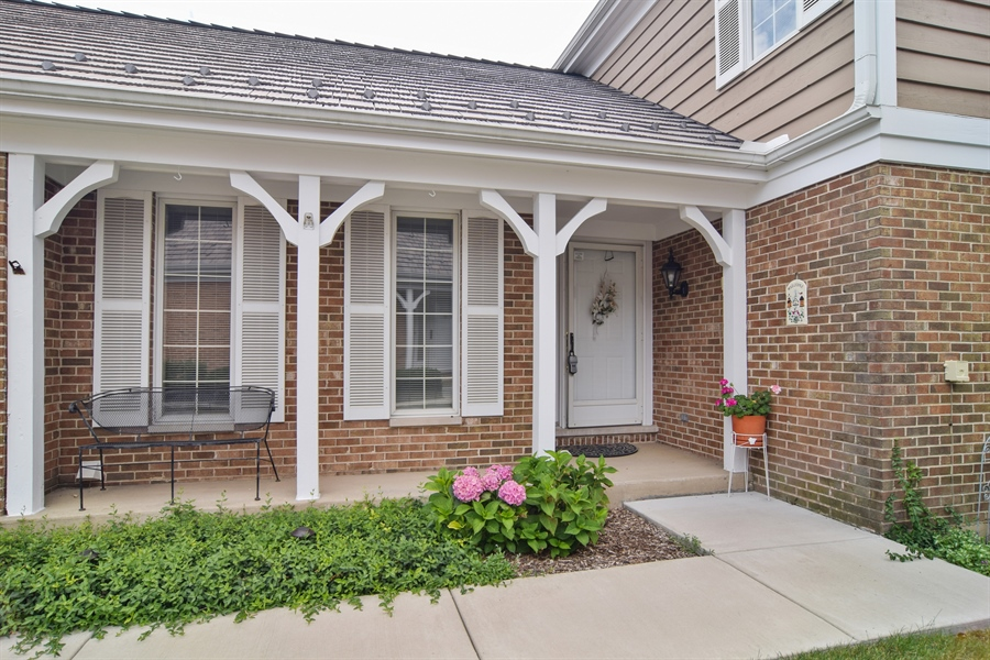 Real Estate Photography - 1449 Shire Circle, Unit 11, Inverness, IL, 60067 - Entryway