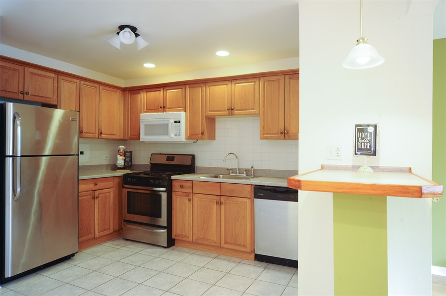 Real Estate Photography - 1101 Algonquin Road, Unit 13, Arlington Heights, IL, 60005 - Kitchen