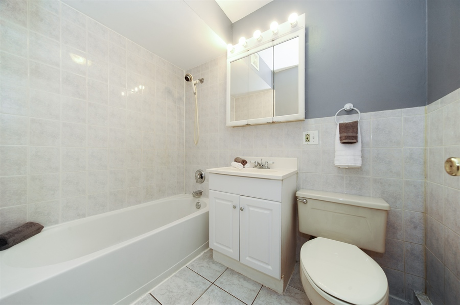 Real Estate Photography - 1101 Algonquin Road, Unit 13, Arlington Heights, IL, 60005 - Bathroom