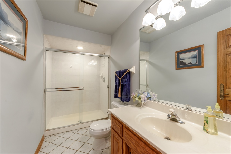 Real Estate Photography - 105 Stone Marsh Lane, Barrington, IL, 60010 - 3rd Bathroom