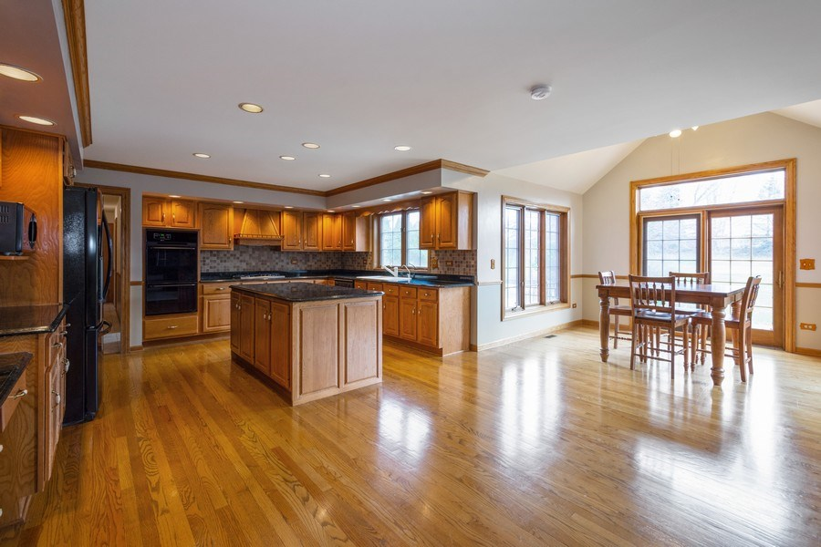 Real Estate Photography - 105 Stone Marsh Lane, Barrington, IL, 60010 - Kitchen / Breakfast Room