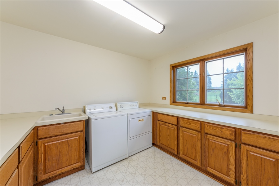 Real Estate Photography - 105 Stone Marsh Lane, Barrington, IL, 60010 - Laundry Room