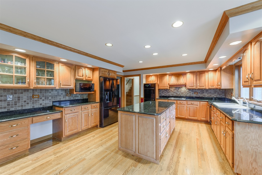 Real Estate Photography - 105 Stone Marsh Lane, Barrington, IL, 60010 - Kitchen