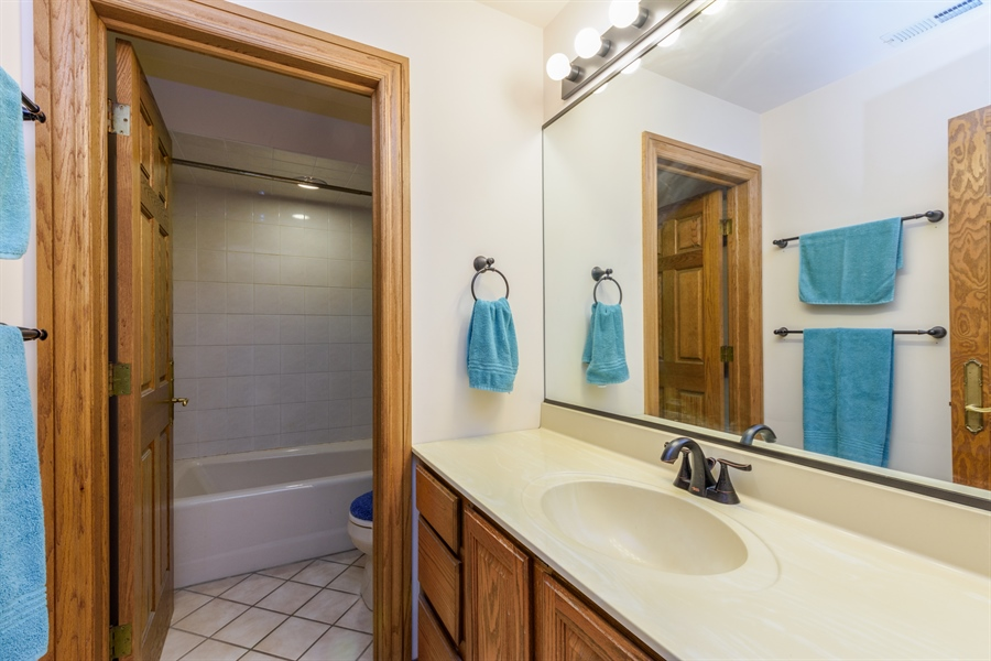 Real Estate Photography - 105 Stone Marsh Lane, Barrington, IL, 60010 - 2nd Bathroom