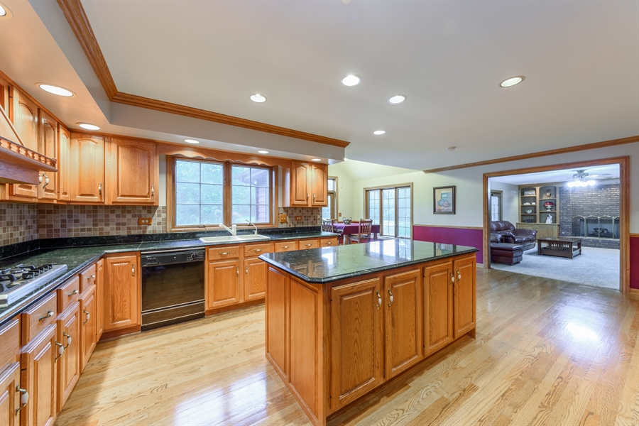 Real Estate Photography - 105 Stone Marsh Lane, Barrington, IL, 60010 - Family Room / Kitchen