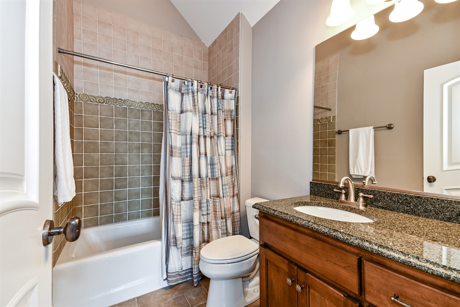 Real Estate Photography - 1404 ROYAL ST. GEORGE Drive, Naperville, IL, 60563 - Ensuite bath for BR 4