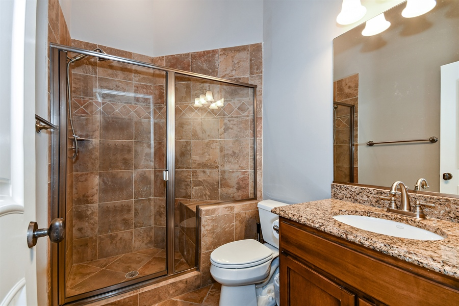 Real Estate Photography - 1404 ROYAL ST. GEORGE Drive, Naperville, IL, 60563 - Ensute bath for BR 3