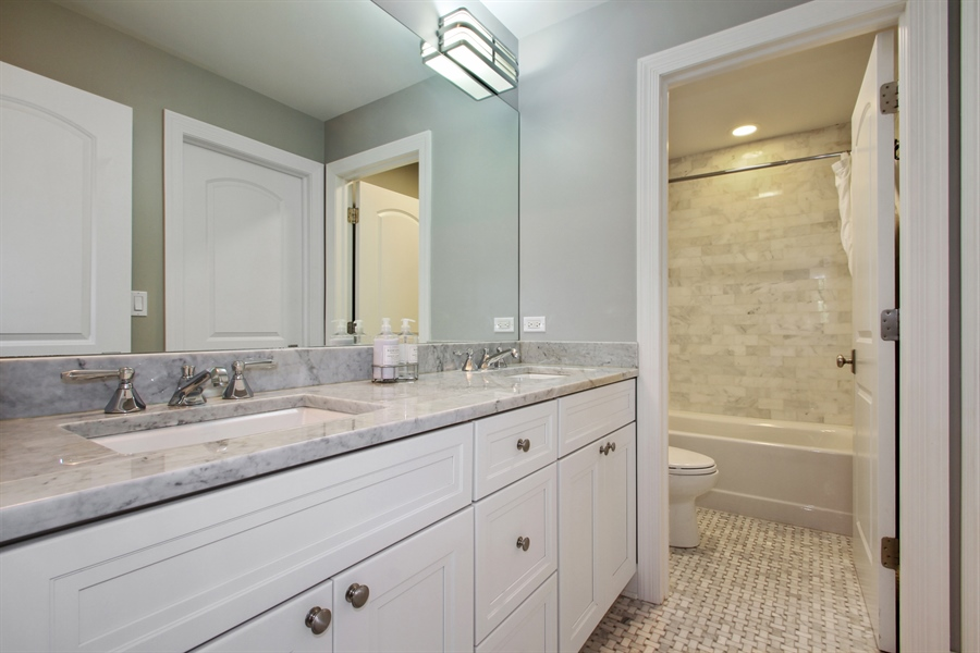 Real Estate Photography - 554 Orchard Lane, Winnetka, IL, 60093 - Jack & Jill Bathroom