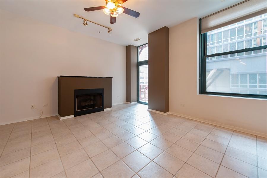 Real Estate Photography - 208 W. WASHINGTON Street, Unit 1013, Chicago, IL, 60606 - Living Room
