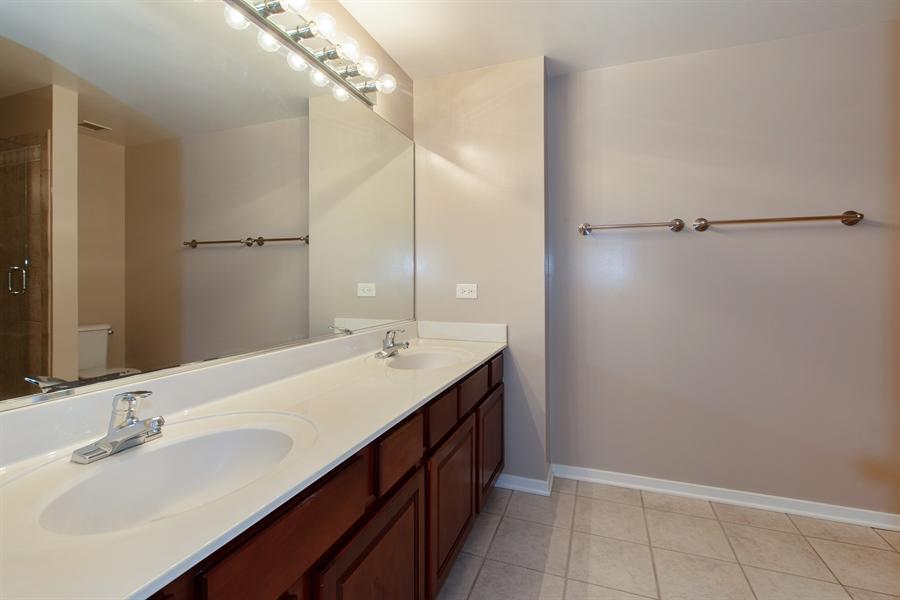 Real Estate Photography - 208 W. WASHINGTON Street, Unit 1013, Chicago, IL, 60606 - Master Bathroom