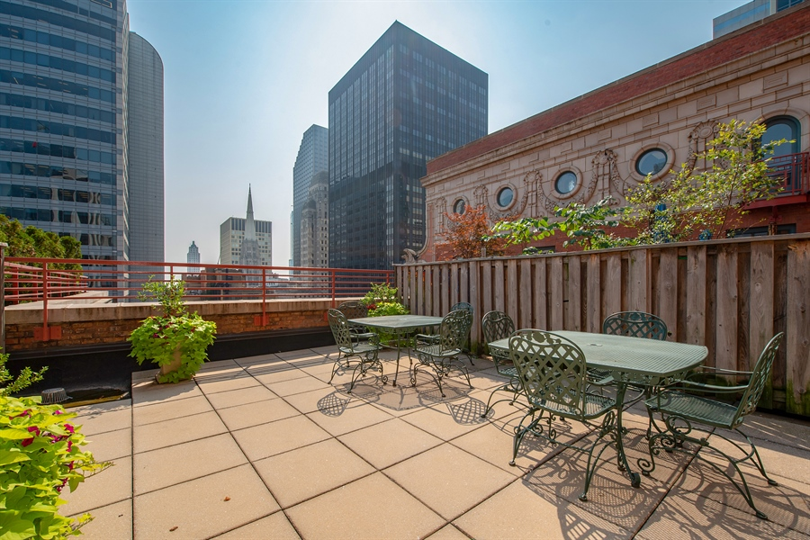 Real Estate Photography - 208 W. WASHINGTON Street, Unit 1013, Chicago, IL, 60606 - Roof Deck