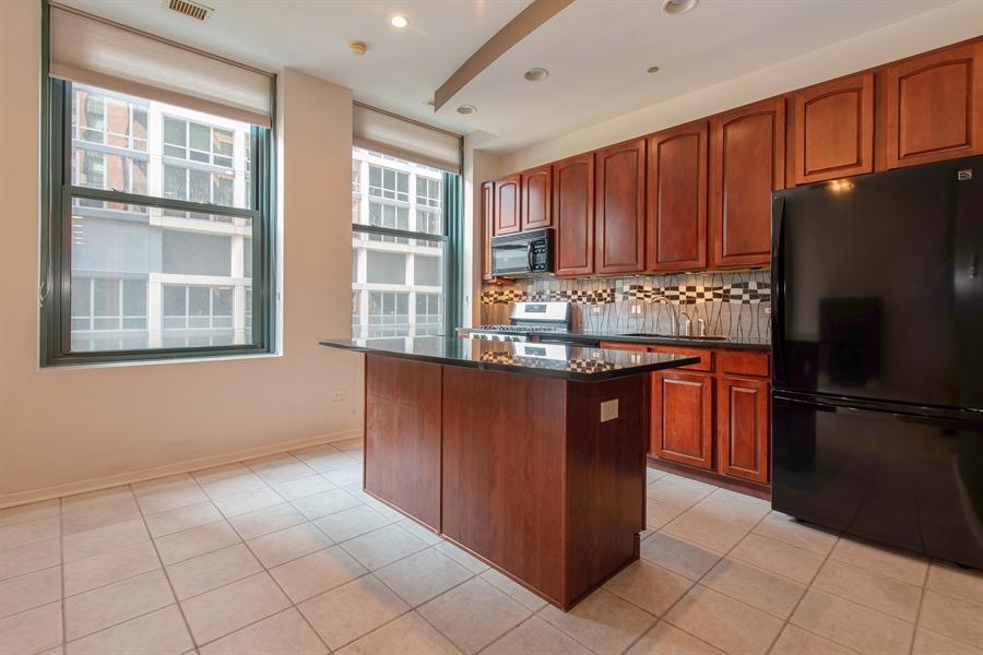 Real Estate Photography - 208 W. WASHINGTON Street, Unit 1013, Chicago, IL, 60606 - Kitchen