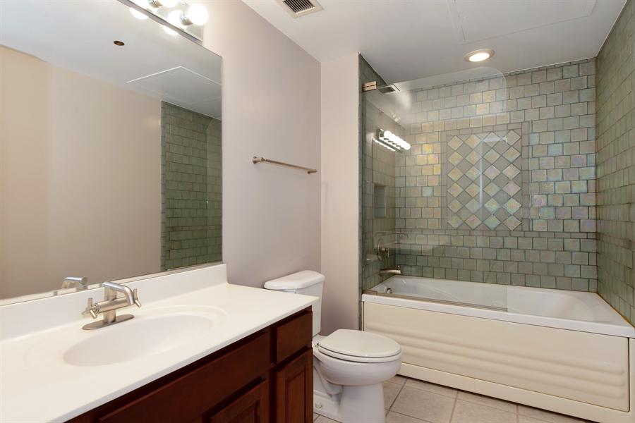 Real Estate Photography - 208 W. WASHINGTON Street, Unit 1013, Chicago, IL, 60606 - 2nd Bathroom