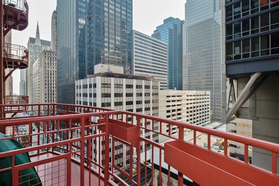 Real Estate Photography - 208 W. WASHINGTON Street, Unit 1013, Chicago, IL, 60606 - Balcony
