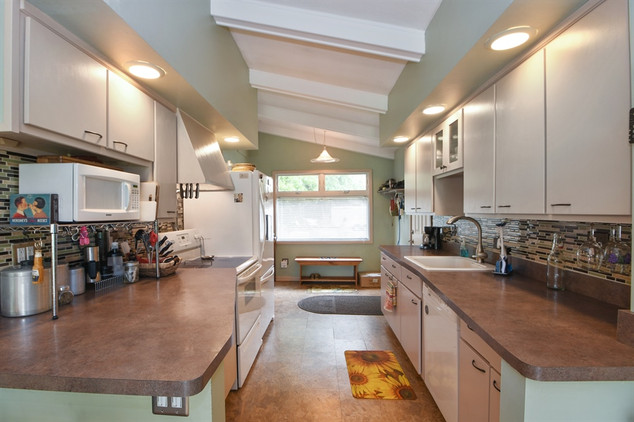 Real Estate Photography - 137 Westwood Drive, Park Forest, IL, 60466 - Kitchen