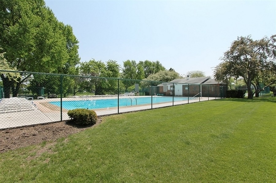 Real Estate Photography - 100 N. Regency Drive, Unit 203, Arlington Heights, IL, 60004 - Outdoor Swimming pool