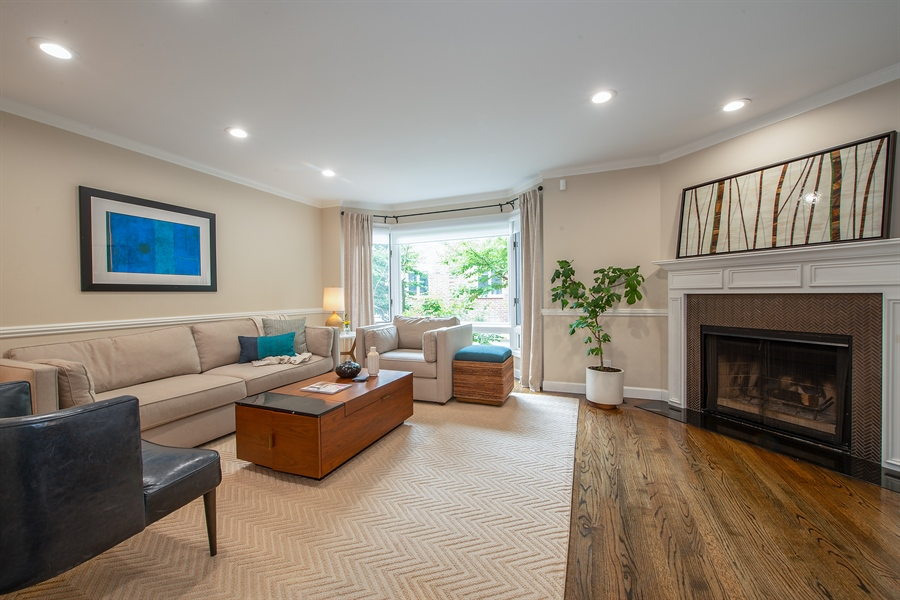 Real Estate Photography - 1853 N. HUDSON Avenue, Chicago, IL, 60614 - Living Room