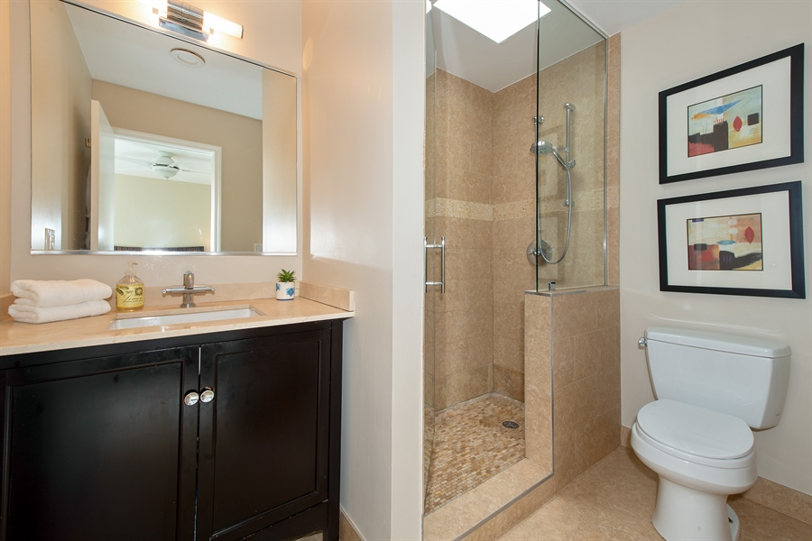 Real Estate Photography - 1853 N. HUDSON Avenue, Chicago, IL, 60614 - Master Bathroom