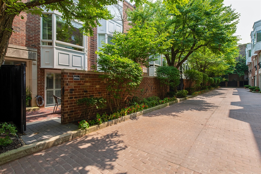 Real Estate Photography - 1853 N. HUDSON Avenue, Chicago, IL, 60614 - Front View