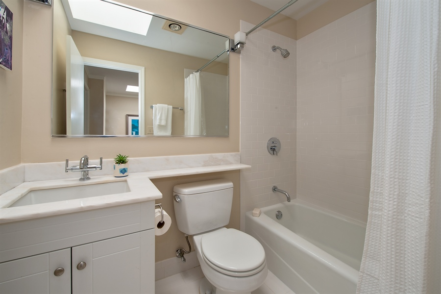 Real Estate Photography - 1853 N. HUDSON Avenue, Chicago, IL, 60614 - 2nd Bathroom
