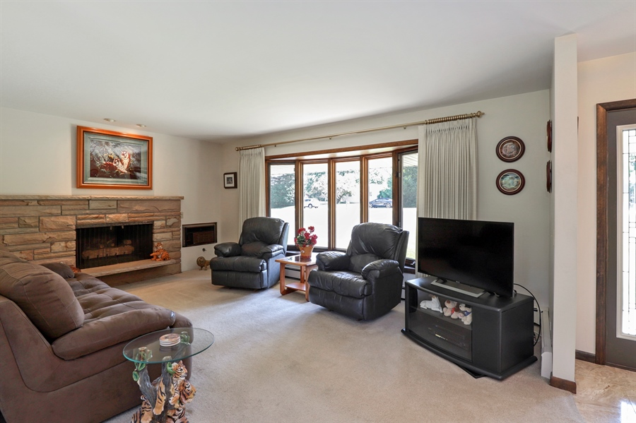 Real Estate Photography - 24450 CHEROKEE Trail, Grayslake, IL, 60030 - Living Room