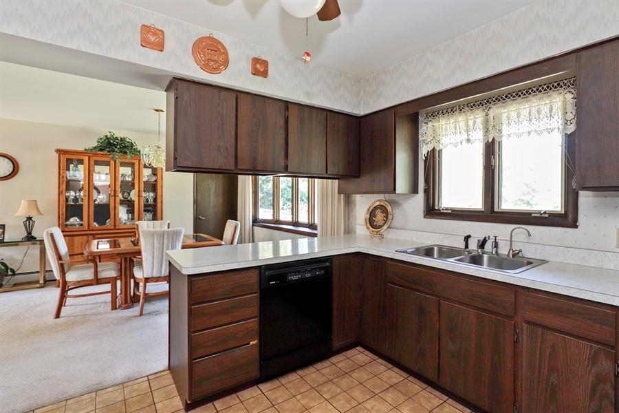 Real Estate Photography - 24450 CHEROKEE Trail, Grayslake, IL, 60030 - Kitchen