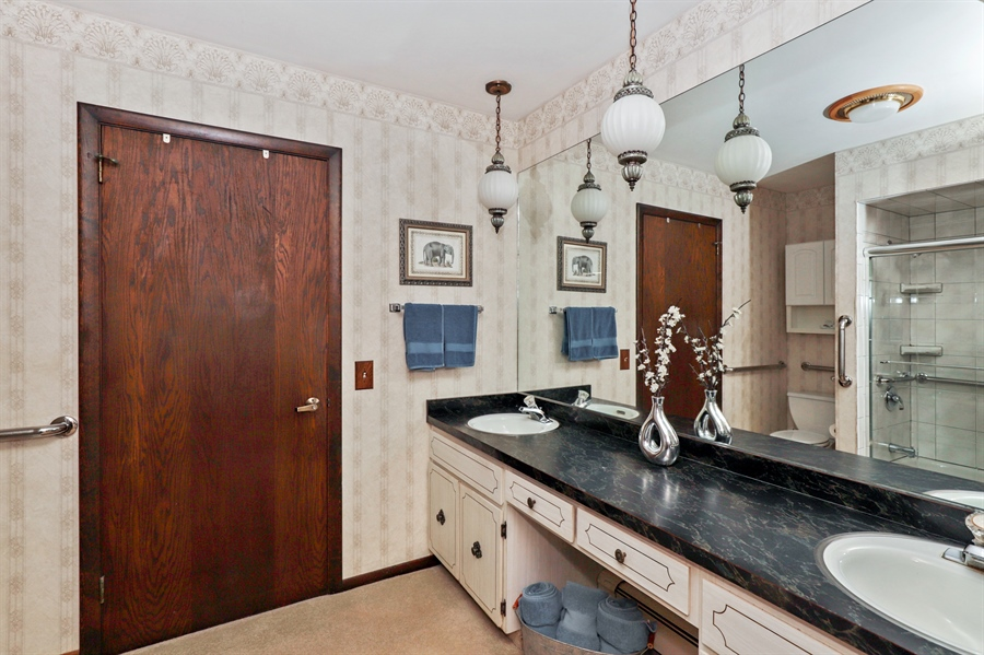 Real Estate Photography - 24450 CHEROKEE Trail, Grayslake, IL, 60030 - Bathroom
