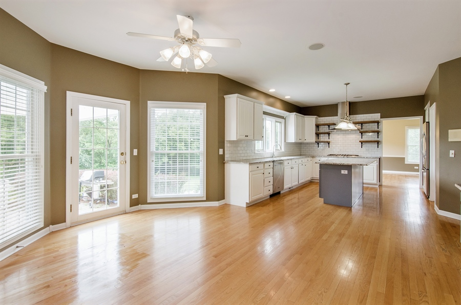 Real Estate Photography - 7105 Cupola Court, Cary, IL, 60013 - Kitchen / Breakfast Room