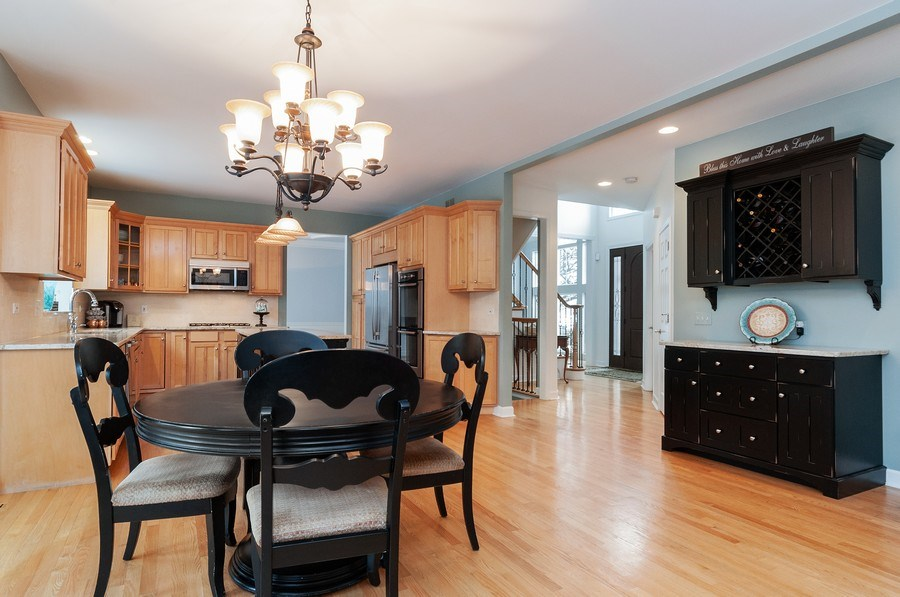 Real Estate Photography - 2215 Skylane Dr, Naperville, IL, 60564 - Kitchen / Breakfast Room