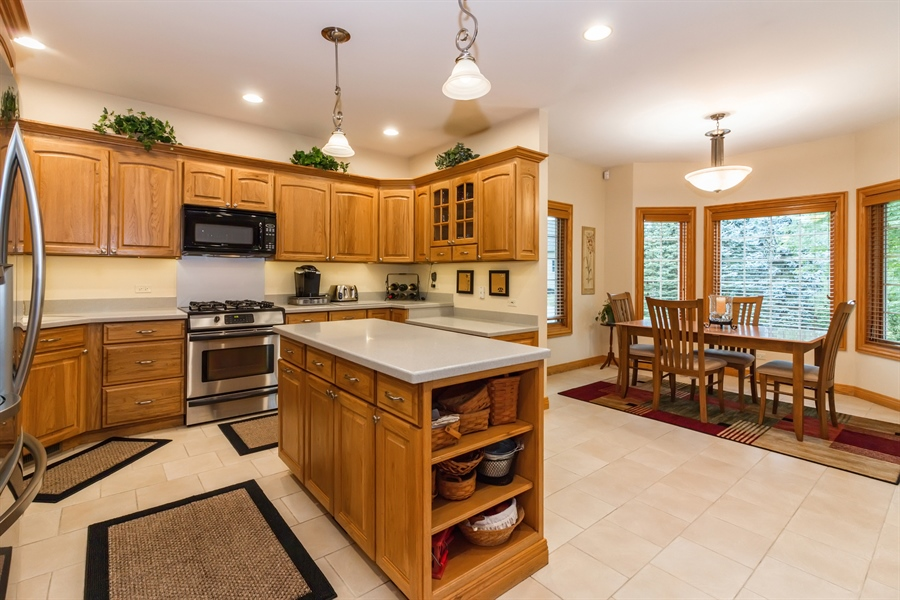 Real Estate Photography - 2410 Timberline Trail, Woodstock, IL, 60098 - Kitchen / Breakfast Room
