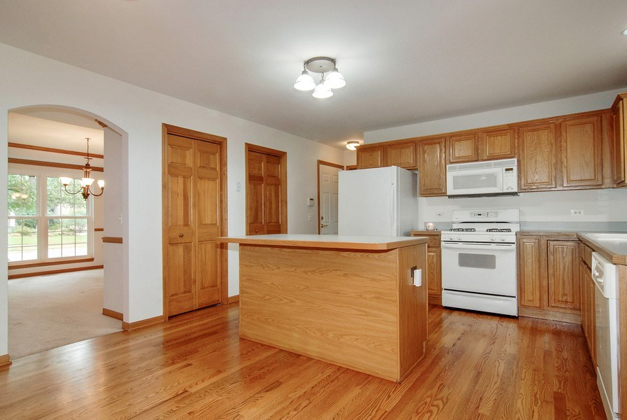 Real Estate Photography - 2534 Brookstone Court, Aurora, IL, 60502 - Kitchen