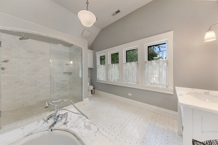 Real Estate Photography - 682 Crescent Blvd, Glen Ellyn, IL, 60137 - Bathroom