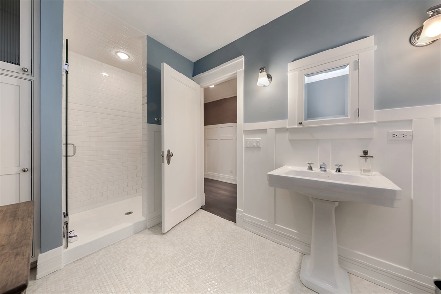 Real Estate Photography - 682 Crescent Blvd, Glen Ellyn, IL, 60137 - 2nd Bathroom
