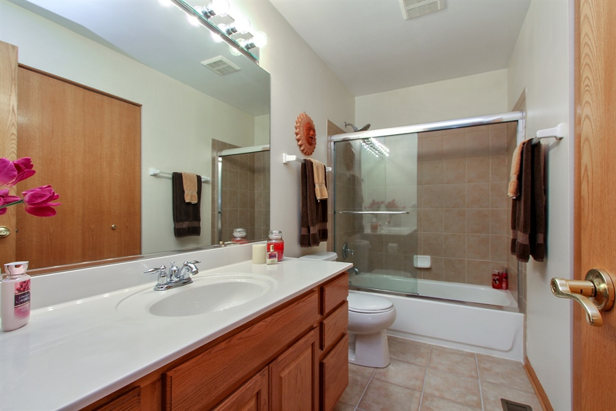 Real Estate Photography - 1034 Orchard Pond Ct, Lake Zurich, IL, 60047 - 2nd Bathroom