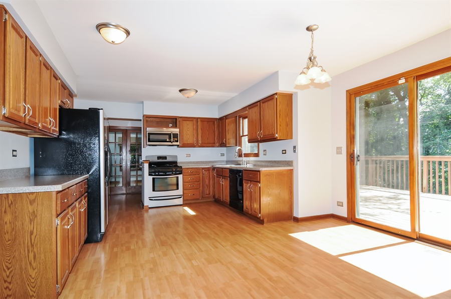 Real Estate Photography - 805 Bonnie Brae Court, Bolingbrook, IL, 60440 - Kitchen / Breakfast Room