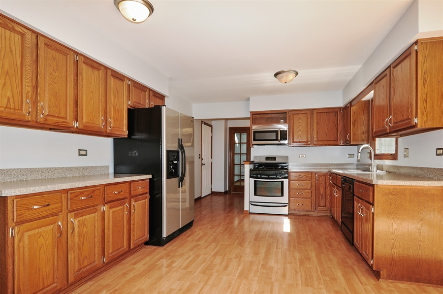 Real Estate Photography - 805 Bonnie Brae Court, Bolingbrook, IL, 60440 - Kitchen