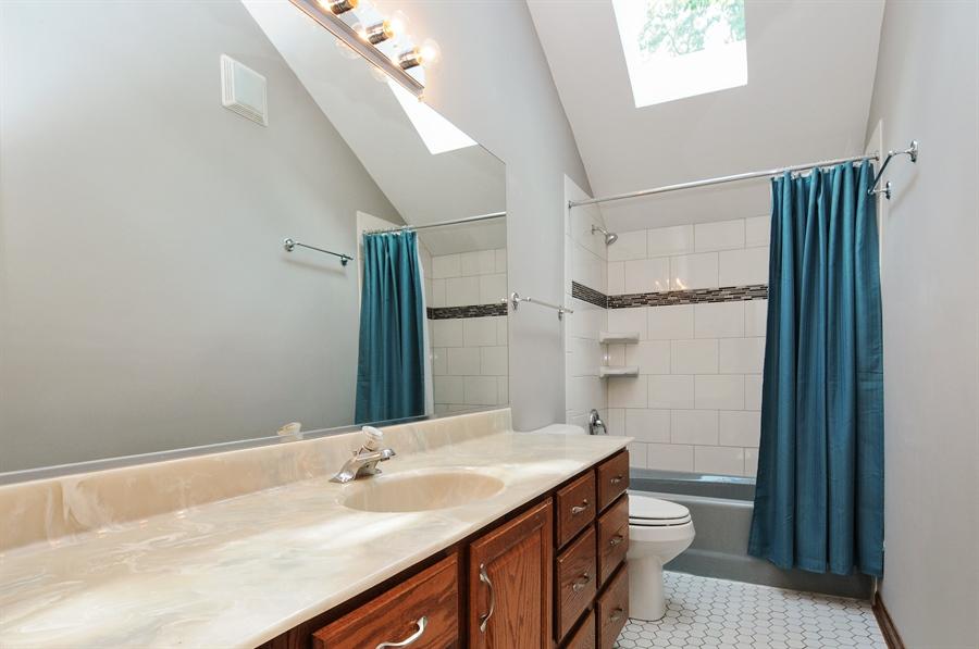 Real Estate Photography - 805 Bonnie Brae Court, Bolingbrook, IL, 60440 - 2nd Bathroom