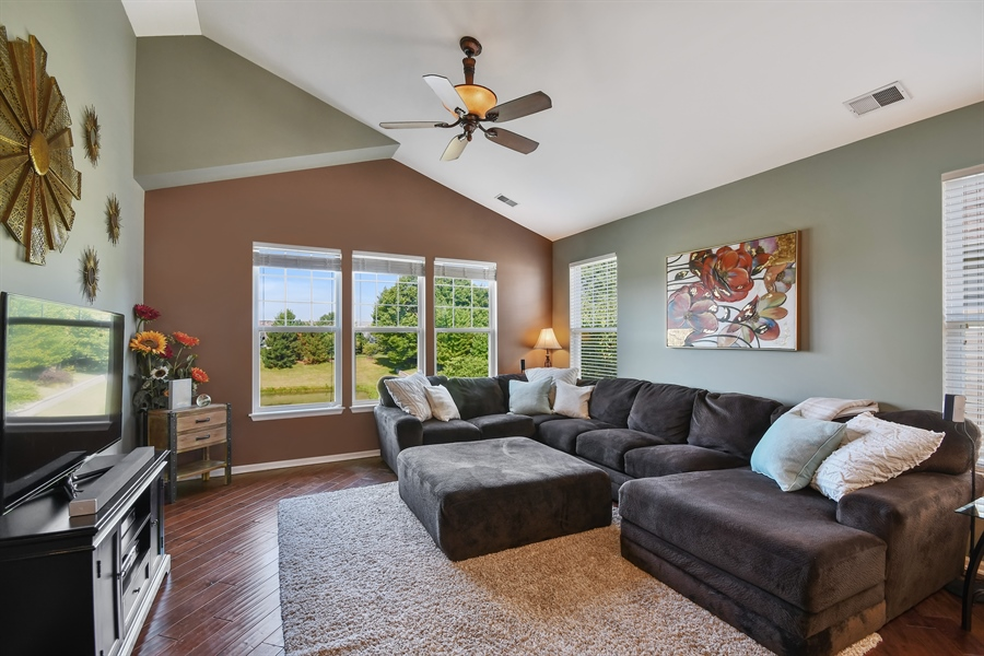 Real Estate Photography - 1820 CHASE Lane, Unit 1820, Aurora, IL, 60502 - Family Room