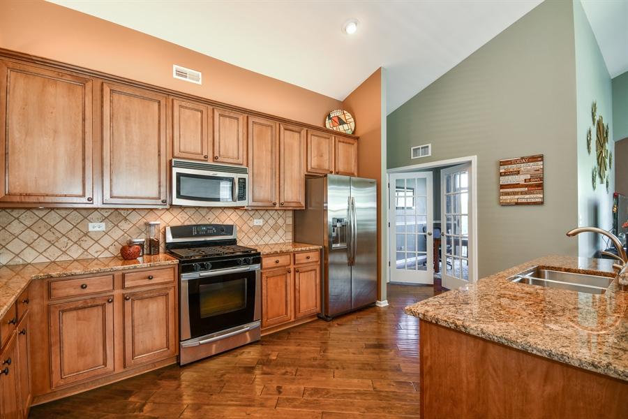 Real Estate Photography - 1820 CHASE Lane, Unit 1820, Aurora, IL, 60502 - Kitchen