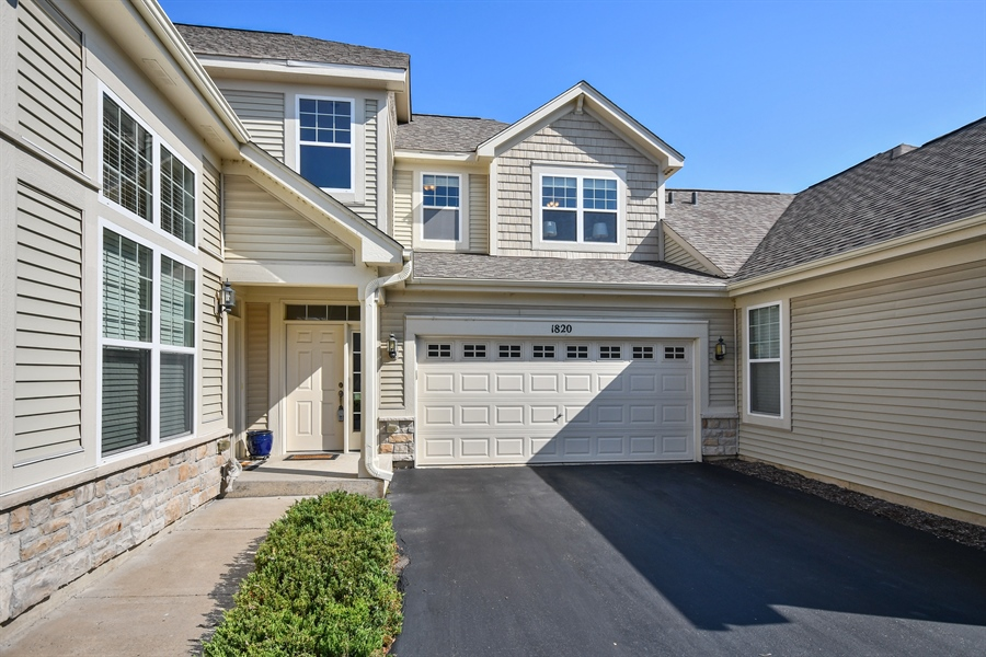 Real Estate Photography - 1820 CHASE Lane, Unit 1820, Aurora, IL, 60502 - Front View