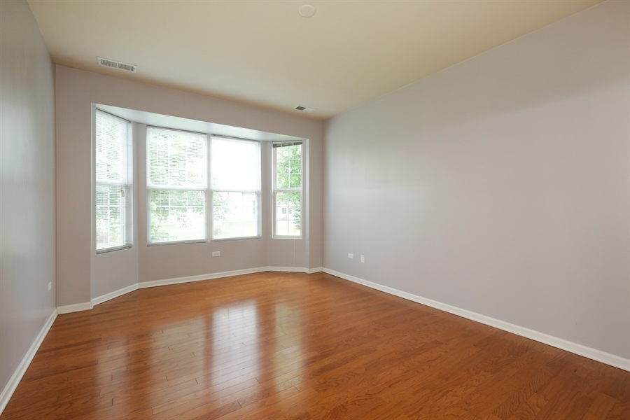 Real Estate Photography - 2839 Edgewater Drive, Elgin, IL, 60124 - MASTER BEDROOM--Plenty of room for king size bed!