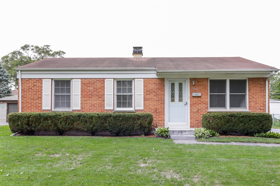 Real Estate Photography - 302 Rosewood Avenue, Buffalo Grove, IL, 60089 - Front View