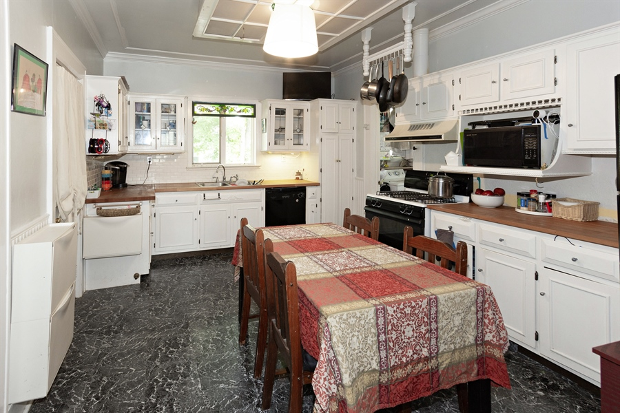 Real Estate Photography - 328 E. 9th Street, Lockport, IL, 60441 - Kitchen / Breakfast Room