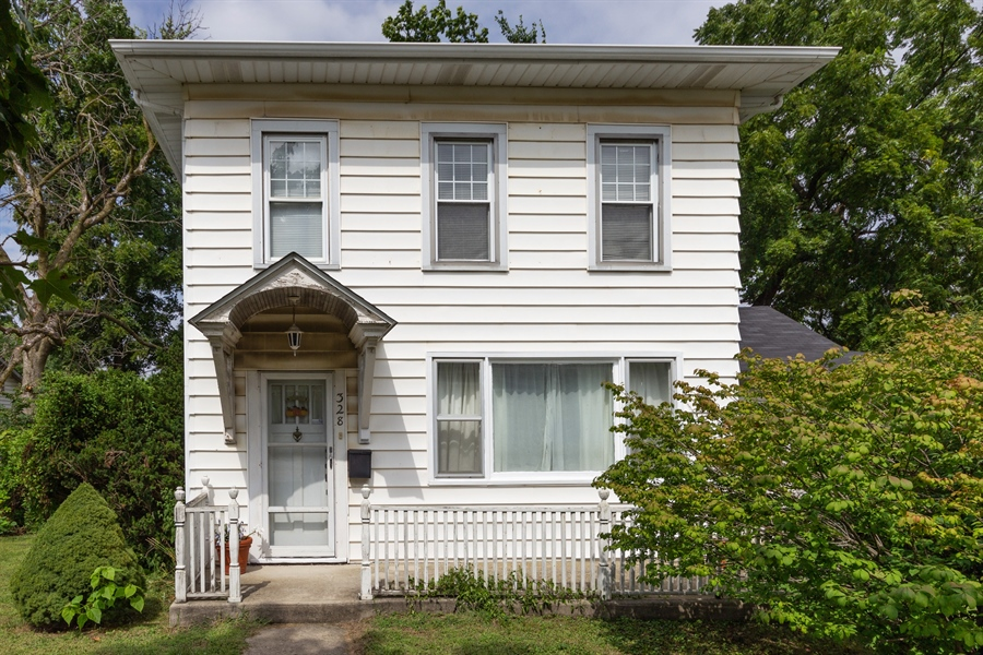 Real Estate Photography - 328 E. 9th Street, Lockport, IL, 60441 - Front View