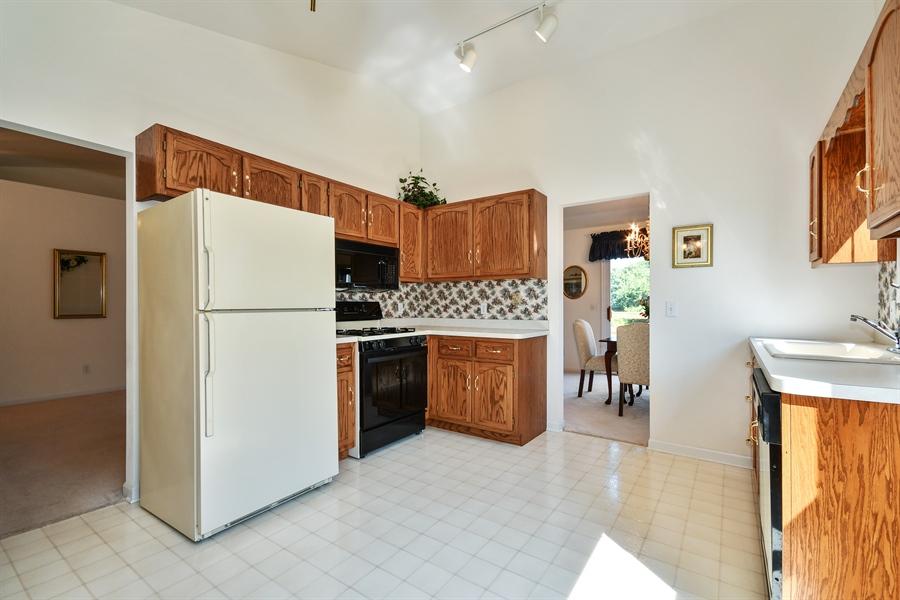 Real Estate Photography - 444 Banbury Avenue, Elburn, IL, 60119 - Kitchen