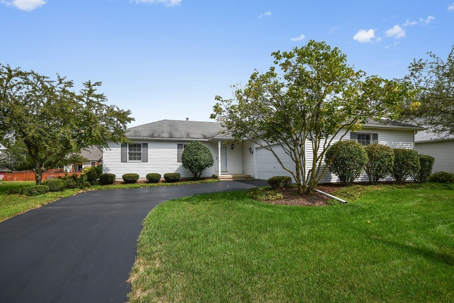 Real Estate Photography - 444 Banbury Avenue, Elburn, IL, 60119 - Front View