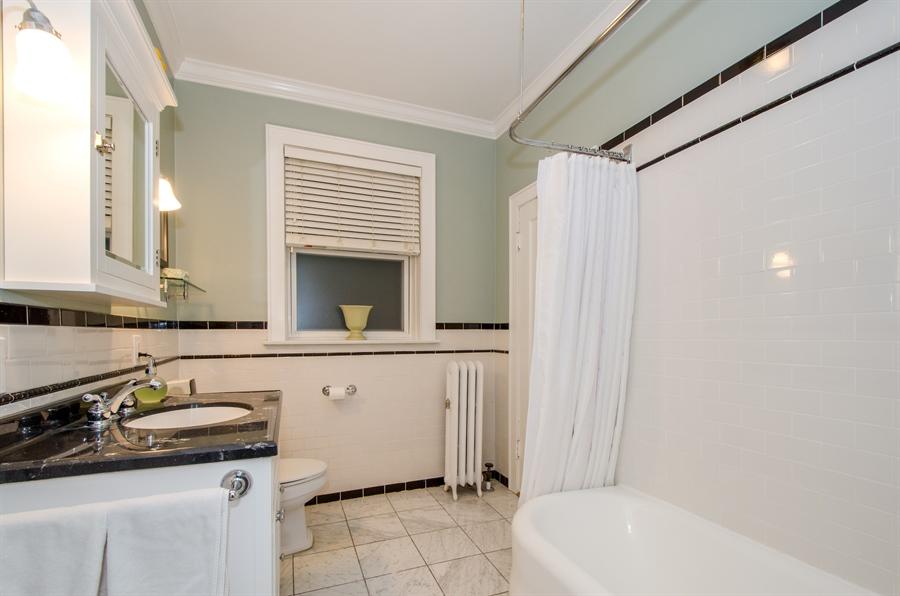 Real Estate Photography - 1436 W. PRATT Boulevard, Unit 1W, Chicago, IL, 60626 - Master Bathroom