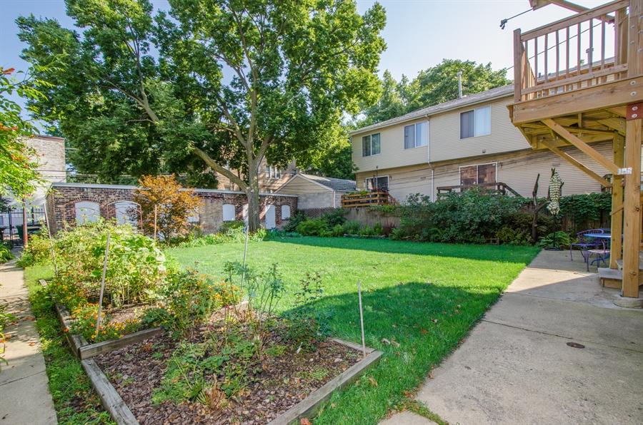 Real Estate Photography - 1436 W. PRATT Boulevard, Unit 1W, Chicago, IL, 60626 - Back Yard