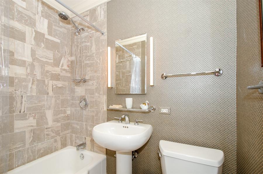 Real Estate Photography - 1436 W. PRATT Boulevard, Unit 1W, Chicago, IL, 60626 - 2nd Bathroom