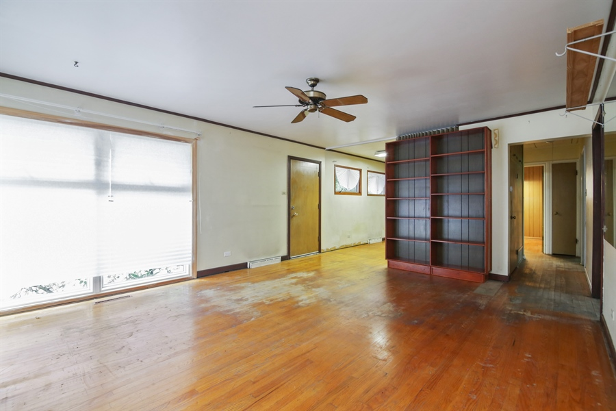 Real Estate Photography - 1042 Whitfield Road, Northbrook, IL, 60062 - Living Room